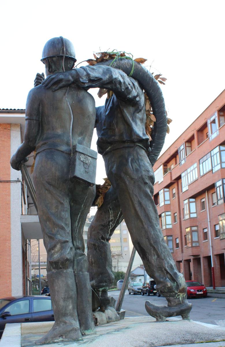 Vista trasera Monumento al Minero Jubilado