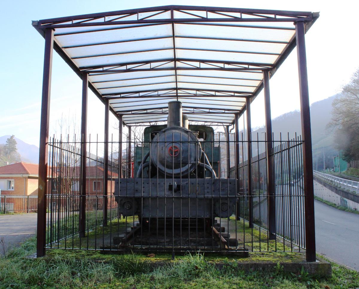 Vista frontal de la locomotora de vapor HT110, San Francisco, Turón