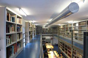 Sala de enciclopedias y estudio