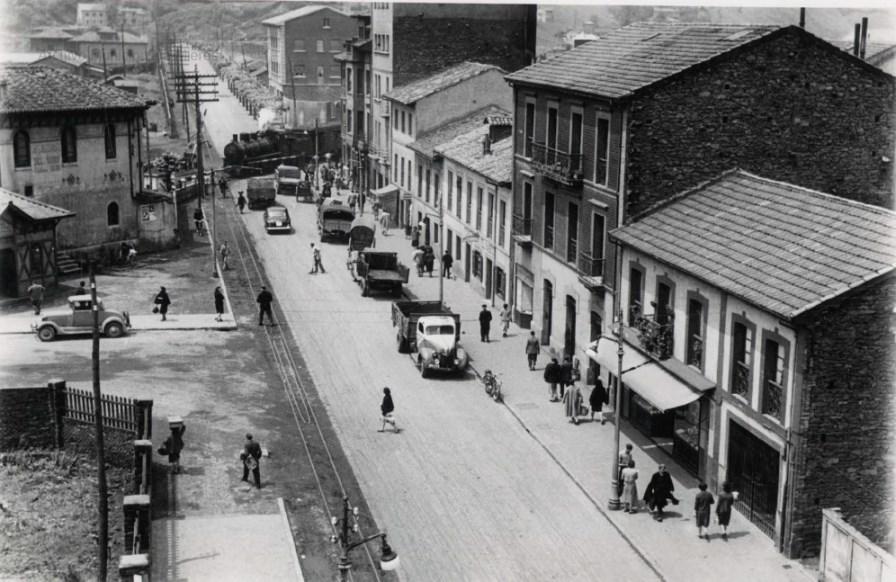 Estación del Vasco y Avd. José Antonio -hoy calle Manuel Llaneza- (Foto Alonso, ca.196?)