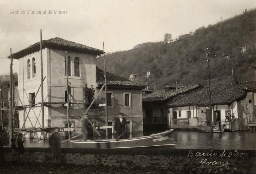 Inundaciones en el Barrio de Oñón. (Foto Frank, 1943)