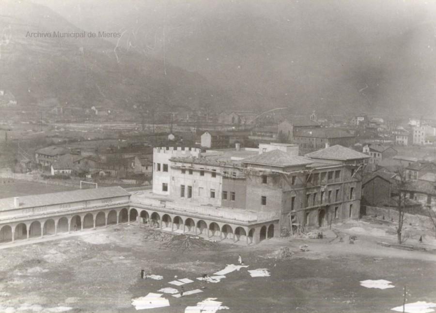 El Palacio de Camposagrado en obras (Instituto Bernaldo de Quirós)
