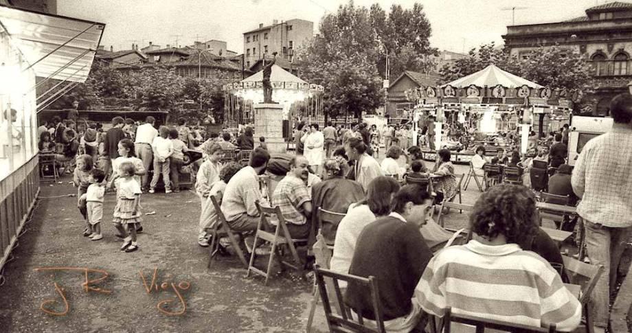 Fiestas en la plaza de Requexu | José Ramón Viejo