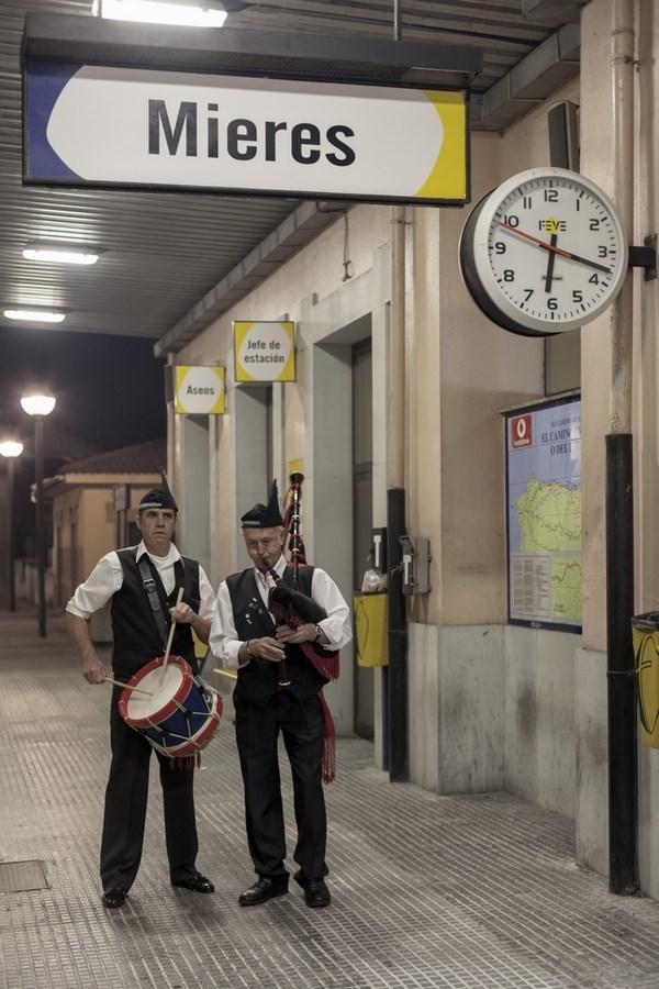 Esperando el 'Tren de Madera' | César Sampedro