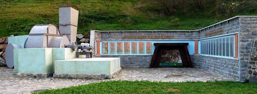 Monumentu a los mineros muertos nes mines del Valle  | José Luis Soto