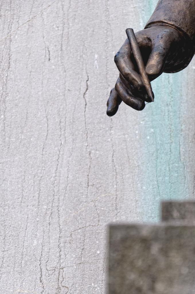 La mano del escritor   Juan Luis Nepomuceno