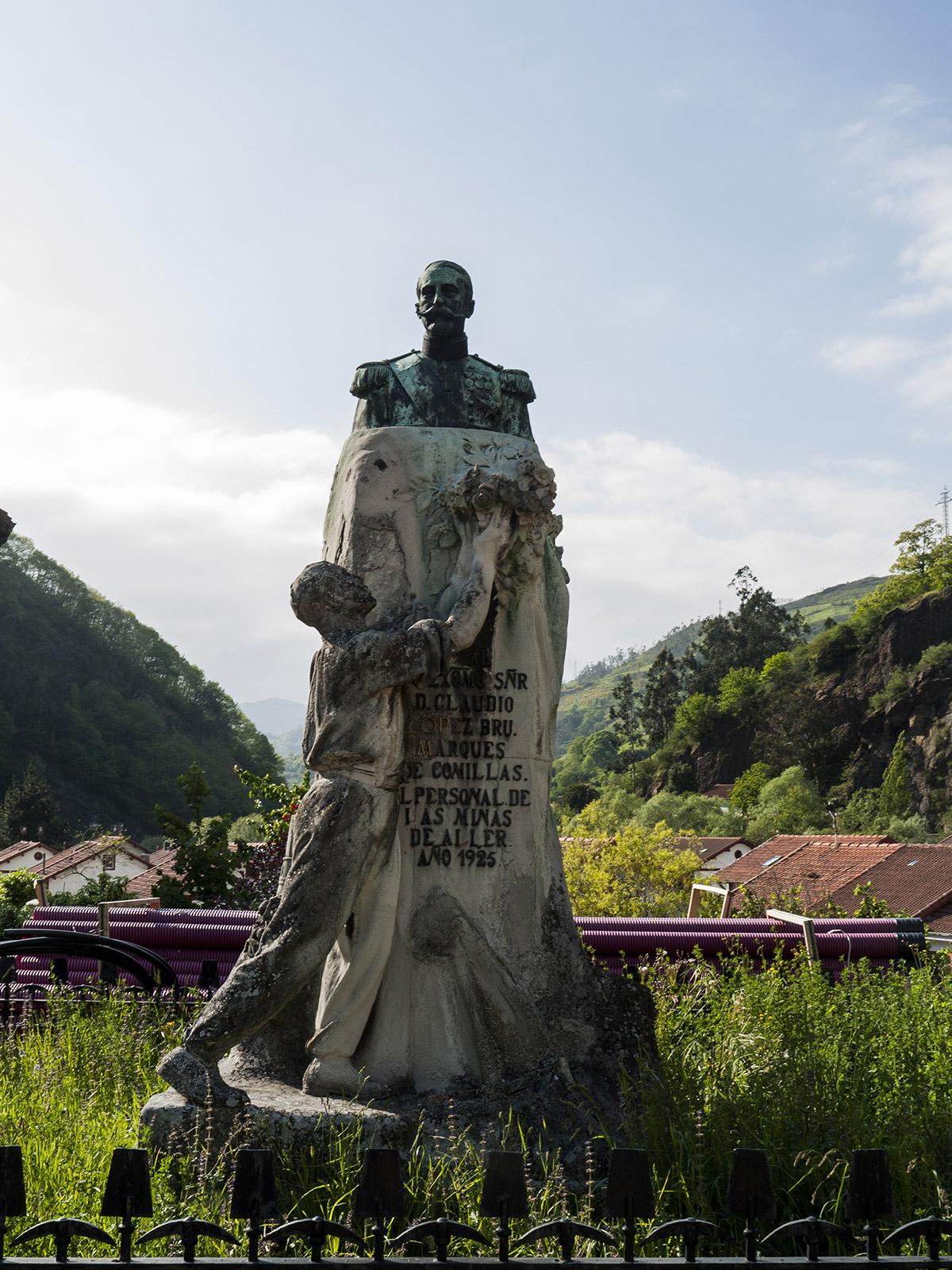 Bustiello | Monumento- Carlos Salvo | Autor: J.Vázquez | AF Semeya