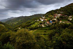 Vista a La Güeria de Urbiés (Fot: Carlos Salvo)