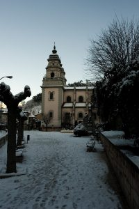 Iglesia de San Juan Bautista nevada (Fot. Carlos Salvo - AF Semeya)
