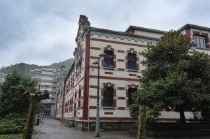 Lateral Colegio Aniceto Sela (Fot. Yolanda Suárez - AF Semeya)