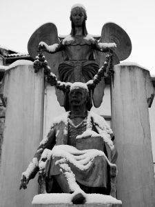 Monumento a Teodoro Cuesta nevado (Fot. Carlos Salvo - AF Semeya)