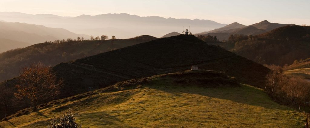 Vistas de la Col.ladiel.la y monumento al minero (Fot.: Jose Luis Soto).