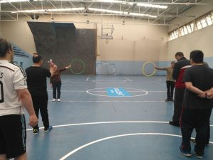 Actividades deportivas en el Polideportivo de Oñón con usuarios del Centro de Salud Mental de Mieres