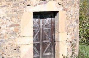 Entrada al Palomar del Palacio d´Arriba - Cenera