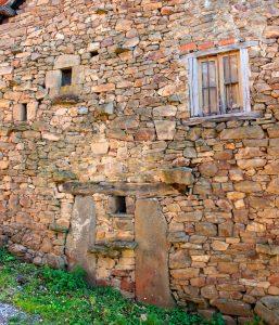 Fachada de una vivienda de San Xusto - Turón (Fot: José Luis Soto)