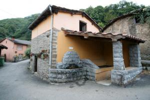 Fuente y lavadero de Vil.laño - Turón