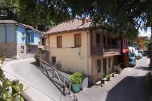 Primera vivienda de Baiña (Fot: Cheluis - AF Semeya)