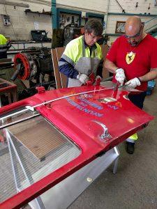 Reparación de corrosión parcial de puerta de cabina de camión EBRO .