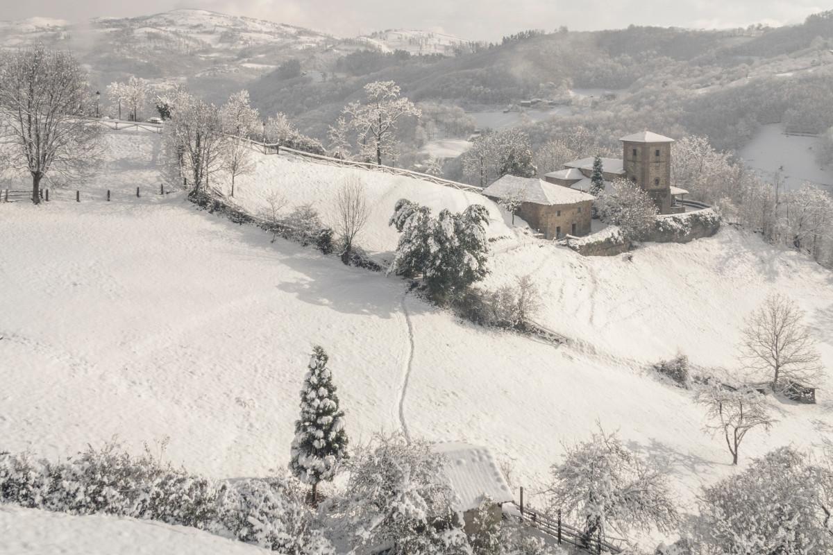 Ermita de los Martires cubierta por la nieve, Cuna (Fot. Kasis - AF Semeya)