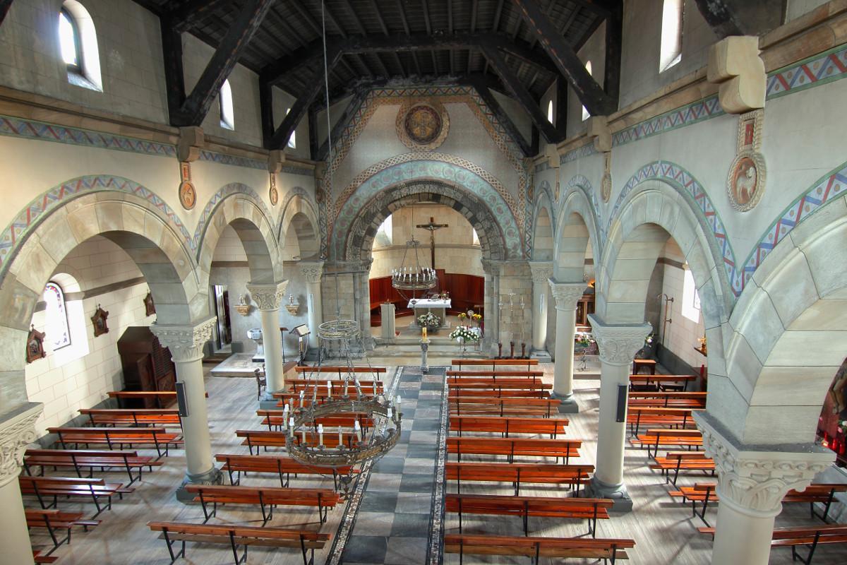 Interior iglesia de Uxo (Fot. Cheluis - AF Semeya)