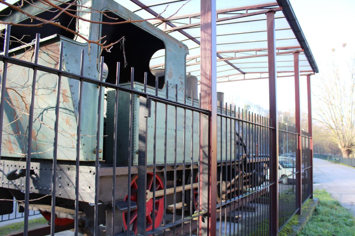 Vista del interior de la locomotora de vapor HT110, San Francisco, Turón