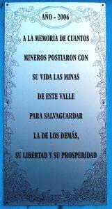 Detalle placa Monumento a los Mineros Fallecidos Valle Turón