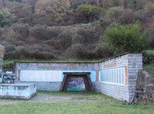 Vista general Monumento a los Mineros Fallecidos Valle Turón