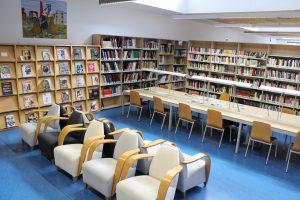 Sala de lectura de la biblioteca pública de Mieres