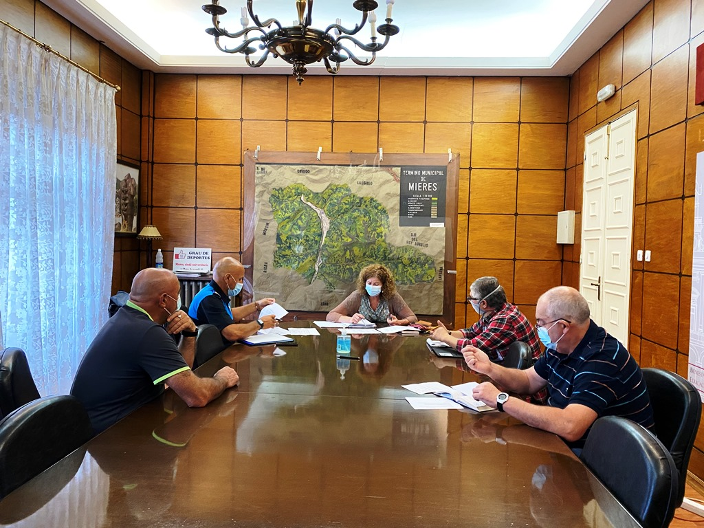 Reunión Con Policía Local Y Protección Civil Tema Entradas Y Salidas Colegios
